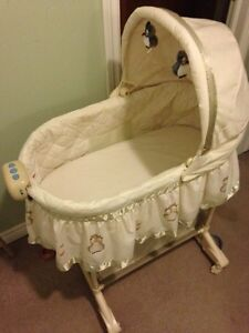 Bily 2 in 1 Owl Bassinet