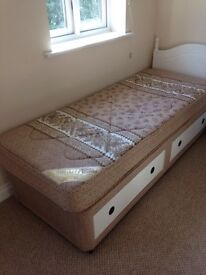 Single bed with great storage, ideal for small room