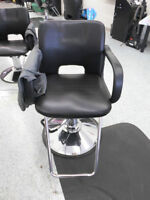hair cutting chairs / hair styling chairs / barber chairs used