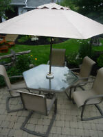 Ensemble de patio set de table hexagonale, parasol et chaises