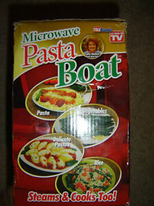 AS SEEN ON TV MICROWAVEABLE PASTA BOAT BRAND NEW IN THE BOX!!! London Ontario image 4