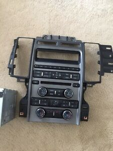 2010 Ford Taurus OEM single den with CD player