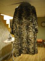 PLusieurs manteaux pour Dame grandeur large