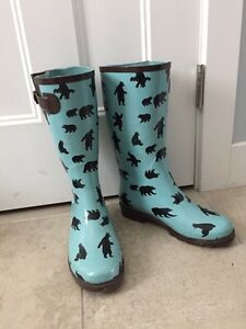 Ladies rubber boots size 8
