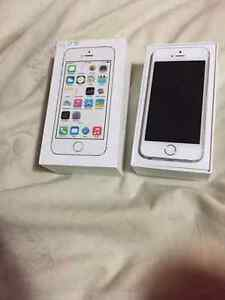 iPhone 5s with Rogers like brand new works good