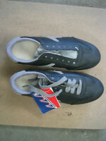 Brand new mens size 7 1/2 curling shoes