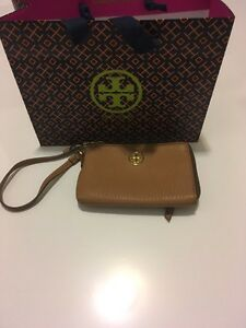 Tory Burch - Robinson Pebbled Zip Coin Wristlet Kitchener / Waterloo Kitchener Area image 1