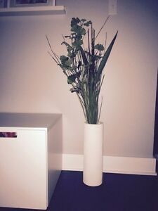 Vase et plante artificielles