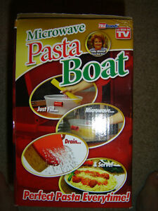 AS SEEN ON TV MICROWAVEABLE PASTA BOAT BRAND NEW IN THE BOX!!! London Ontario image 5