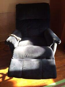 Motorized lazy boy chair with lift Kitchener / Waterloo Kitchener Area image 2