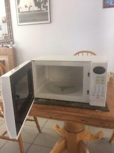 RS(Royal Sovereign microwave) Kingston Kingston Area image 2