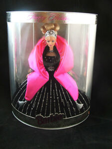 Happy Holiday Barbie 1998   COLLECTABLE  MINT CONDITION London Ontario image 1