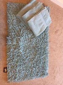 Light blue/turquoise bath mat & hand towels