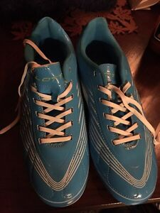 Lotto new womens cleats Peterborough Peterborough Area image 1