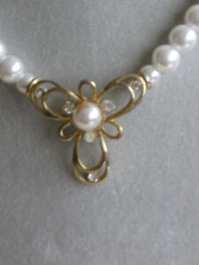 GORGEOUS VINTAGE CHOKER-STYLE FAUX PEARL NECKLACE