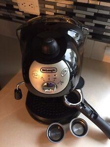 De'Longhi Bar 32 Retro 15 Bar Pump Espresso Machine