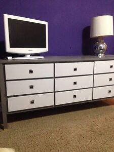 Bedroom set for sale!
