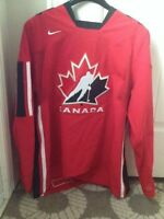 Like gently used team Canada jersey size L