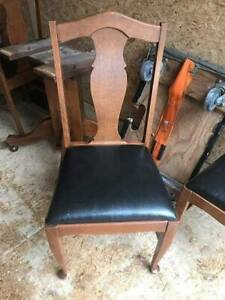 ANTIQUE OAK TABLE 6 CHAIRS