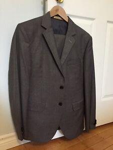 Men's slim fit grey wool suit - size 38 short London Ontario image 2