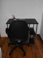 Un Bureau de Travail + Une Chaise Ergonomique sur Roulette!!!!