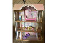 Kids doll house £40 Ono
