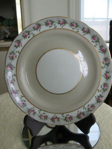 BEAUTIFUL OLD ENGLISH-MADE 9-INCH AYNSLEY CAKE PLATE