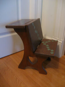ADORABLE HAND-CRAFTED SOLID WOOD CHILD'S PLAY-ROOM DESK/SEAT