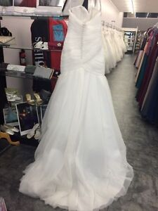 Mermaid Wedding Dress (NEVER WORN) Sarnia Sarnia Area image 2
