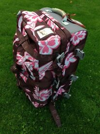 Roxy 90l roller suitcase bag