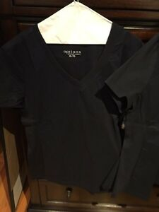 Brand new with tags 2 -xl navy blue scrubs Cornwall Ontario image 1