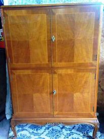 Reduced ! Beautiful Mid Century Cocktail Illuminated Cabinet Queen Anne Legs