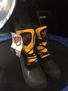 NEW snow boots size3
