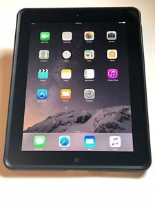 iPad 4 (32GB) Near Mint Condition (w/ Charger & Free Case)