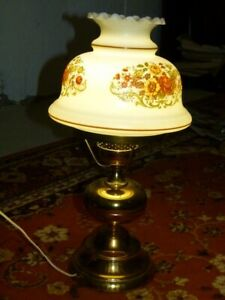 TABLE  LAMP VERY NICE AND BEAUTIFUL ANTIQUE FOR $20