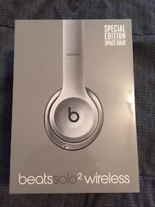 Beats By Dre Solo2 Wireless Space Grey Kitchener / Waterloo Kitchener Area image 1