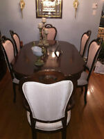 VICTORIAN DINING  ROOM  SET IN EXCELLENT CONDITION!