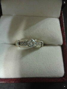 14k Gold & white gold diamond ring, with 3 small diamonds Kitchener / Waterloo Kitchener Area image 2