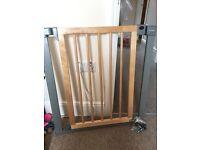 Lindam's Sure Shut Deco stair gate