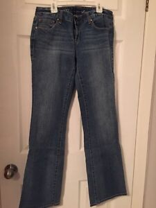 Women's Tommy Hilfiger jeabs Cornwall Ontario image 1