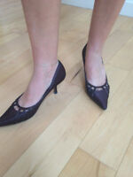 Shiny elegant chocolate brown shoes - Size 7.5
