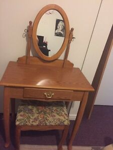 Cute solid wood make up table vanity w stool and mirror