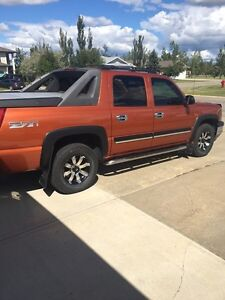 Mint 2005 Chev Z71 Avalanche LOW KMs Strathcona County Edmonton Area image 1