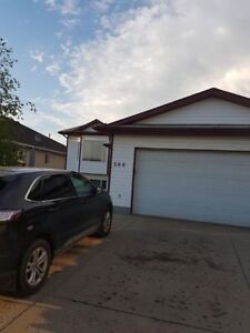 Athabasca Avenue - 5 Bed 3 Bath Family Home - Reduced Price!!