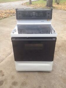 For sale  moffet electric self cleaning stove Windsor Region Ontario image 2