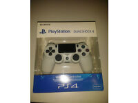 Playstation 4 dual shock controller v2 in white - Brand new sealed