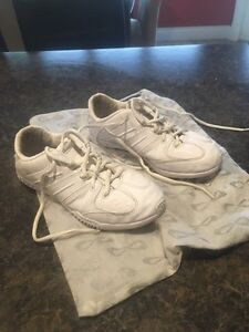 Nfinity cheer shoes sz 6.
