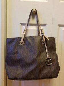 MICHAEL KORS HANG BAG - AUTHENTIC - GREAT CONDITION
