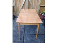 VINTAGE RETRO MID CENTURY FORMICA & WOODEN RECTANGLE KITCHEN/DINING TABLE