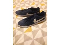 Men's Nike size 13 trainers.